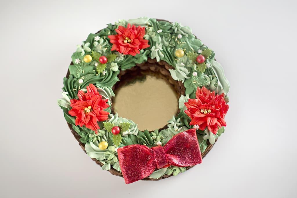 Tarta corona de navidad de bizcocho
