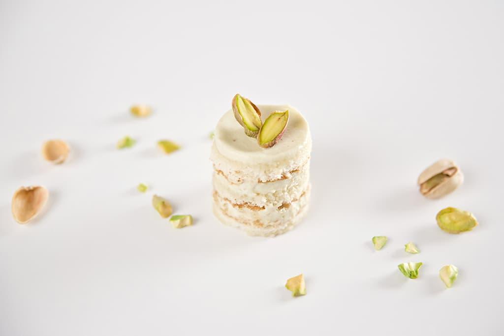 pastelitos crema de pistacho y almíbar de ron