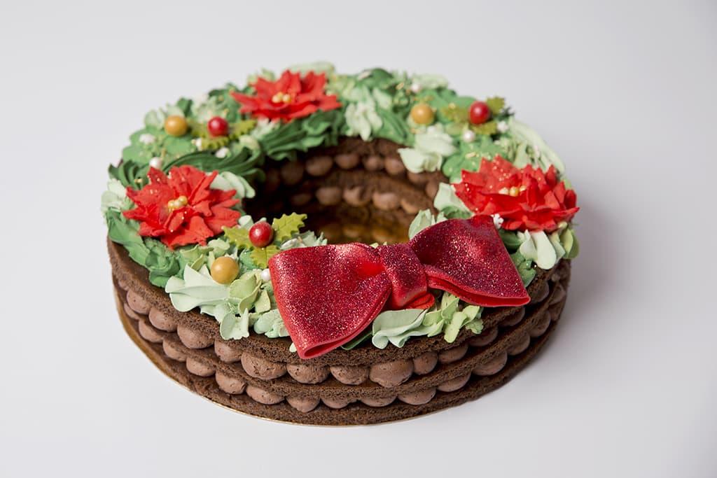Receta de Tarta Corona de Navidad con Bizcocho y Merengue